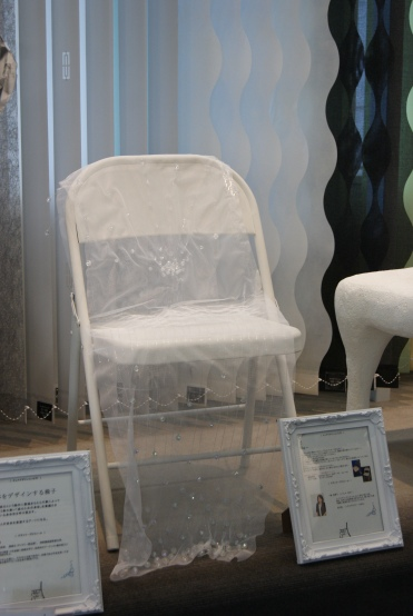The IFDA Japan Chapter held its 2013 Take A Seat action and gala at Sangetsu Osaka Showroom in Osaka City.